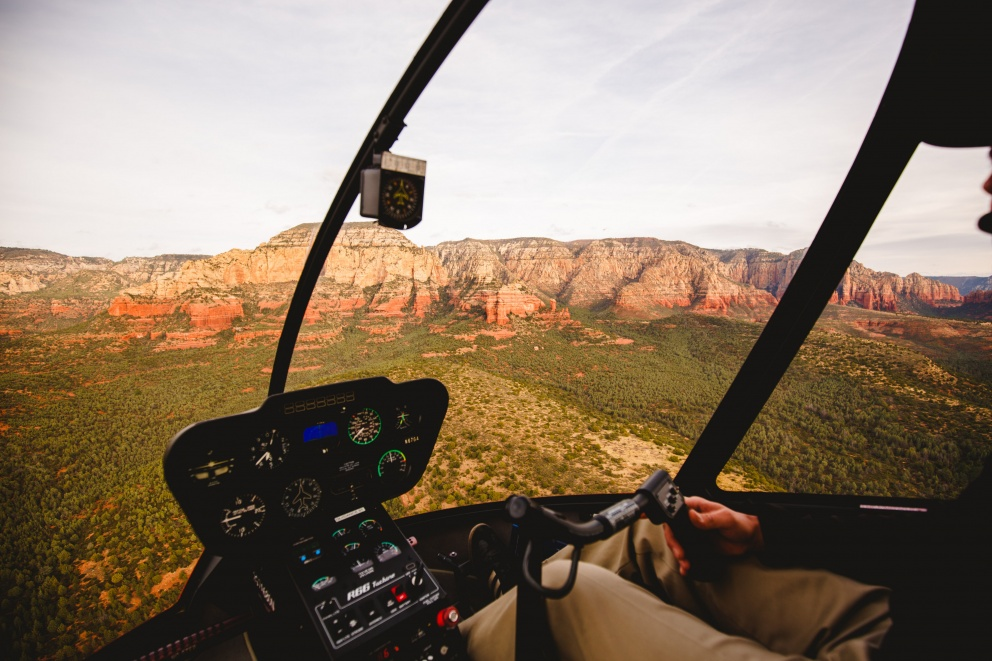 sedona-arizona-as-seen-from-above-in-a-helicopter-02-992x661